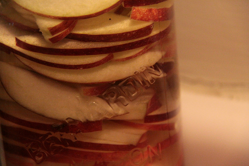 vodka-infused-with-apples